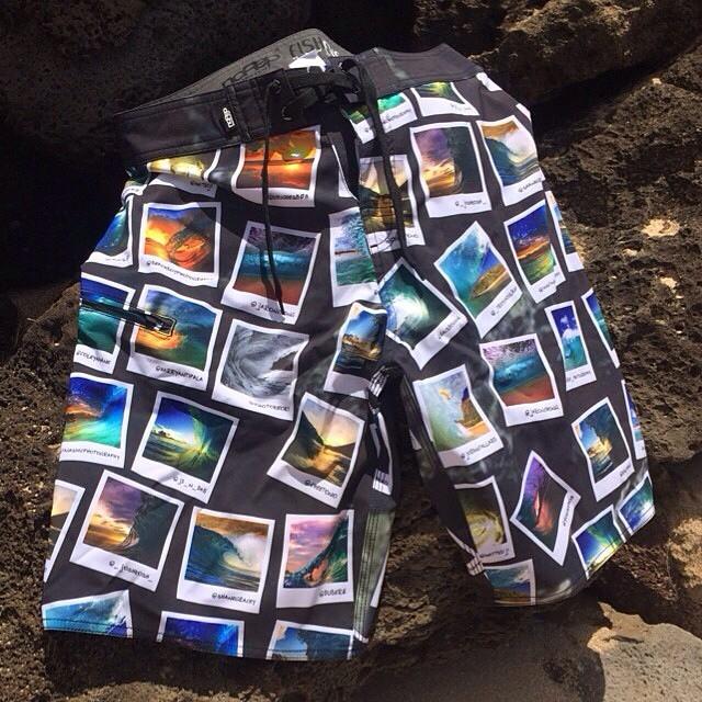 サンディビーチボードショーツと溶岩
